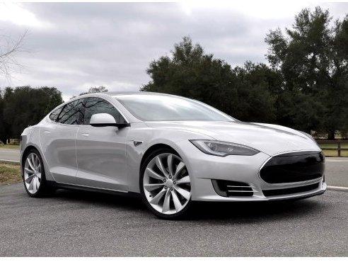 [vidéo] la Tesla Model S de pré-production prend la route