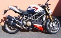 Ducati Chambourcy dévoile aussi une Streetfighter S Bayliss replica