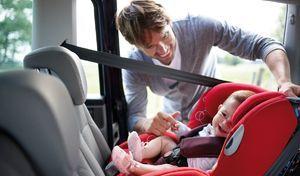 Sièges enfants : les familiales sont trop étroites !