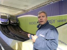 Animation Michelin : les pneus Energy Drive consomment moins !