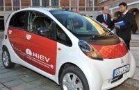 Une démonstration de la Mitsubishi i MiEV électrique à Monaco