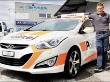 Insolite : une fausse voiture de police à louer pour repousser les voleurs !
