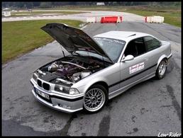 BMW M3 avec moteur de Supra : elle pousse les motos !!