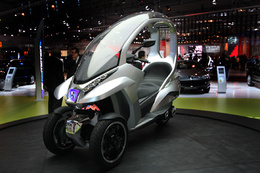 Paris 2008 en direct : Peugeot Hymotion3 Compressor, le concept-scoot