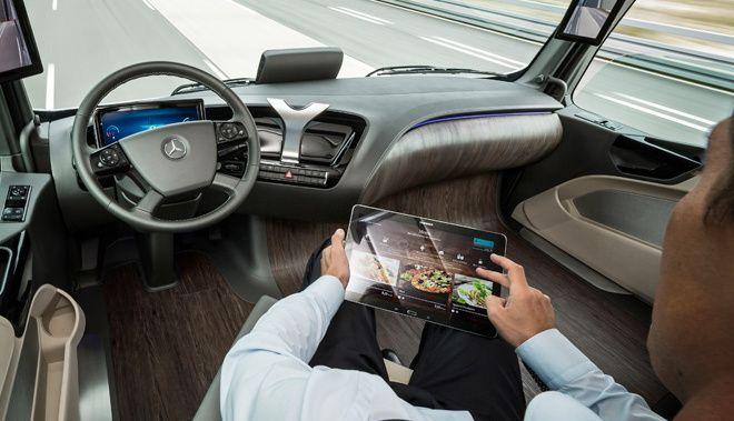 Voiture autonome: Mercedes retire une publicité de la Classe E