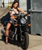 Moto & Sexy : Rachael McDonald & Yamaha V-Max