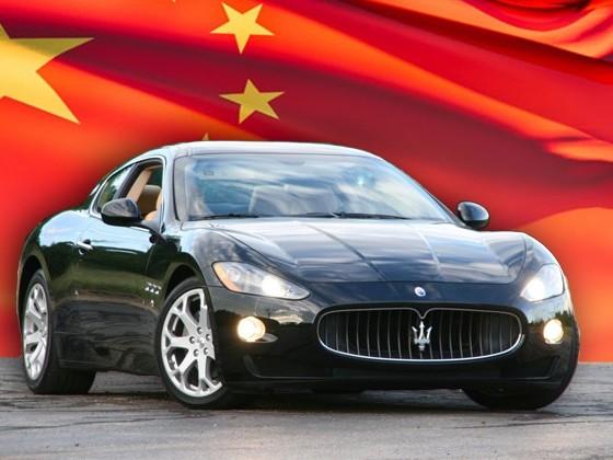 les femmes chinoises aiment vraiment les voitures de sport. Black Bedroom Furniture Sets. Home Design Ideas
