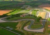 La vie de la moto met plein phare sur les circuits de France et de Belgique.