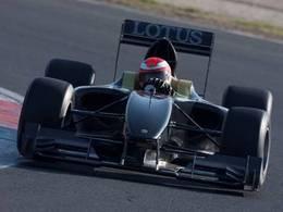 Mansell de retour en piste au volant de la Lotus Type 125