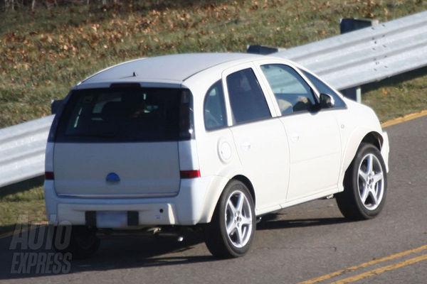 Spyshot : bientôt un petit SUV sur base d'Opel Corsa