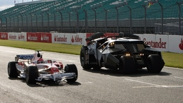 F1 Grande Bretagne : Toyota et Batman font la course (+ bonus vidéo)