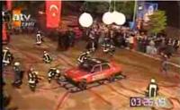 Vidéo: Les pompiers turcs s'amusent