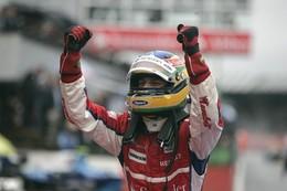 GP2 Silverstone Course 2 : Senna marche sur l'eau