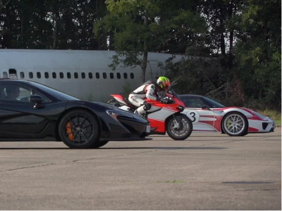 Drag Race : Porsche 918 vs McLaren P1 vs ... une Italienne
