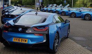 Football : les joueurs du club anglais de Leicester reçoivent finalement des BMW i8
