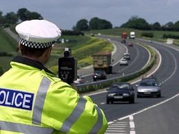 Un conducteur poursuivi sur la planète entière par le même policier pour des excès de vitesses !