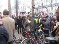 Reportage à la manif' de Paris : les grévistes à vélo, en roller, à skateboard et à pied !