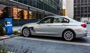 BMW se moque de Tesla pour promouvoir la Série 3 hybride