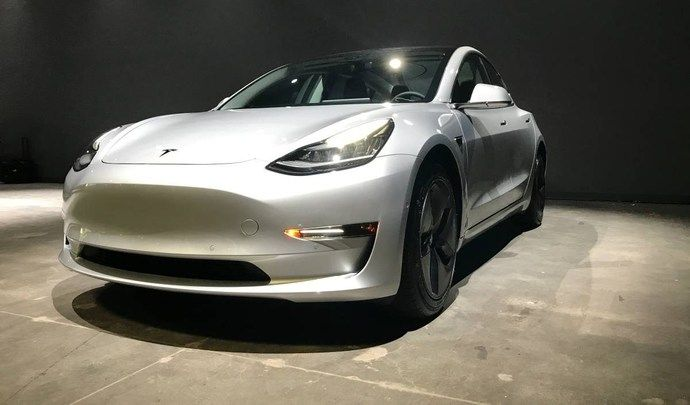 la tesla model 3 arrive d j en occasion. Black Bedroom Furniture Sets. Home Design Ideas