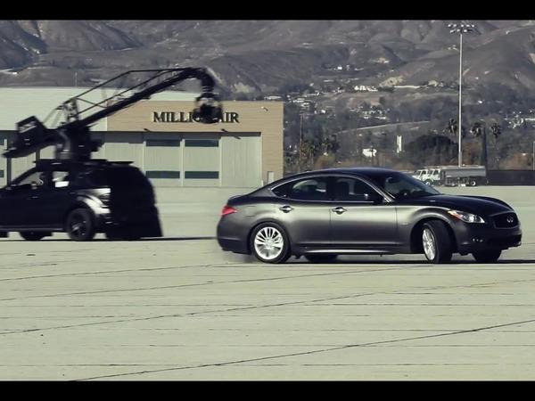 [vidéo] Le making-off de la bataille entre Infiniti M35h et Porsche Panamera S Hybrid