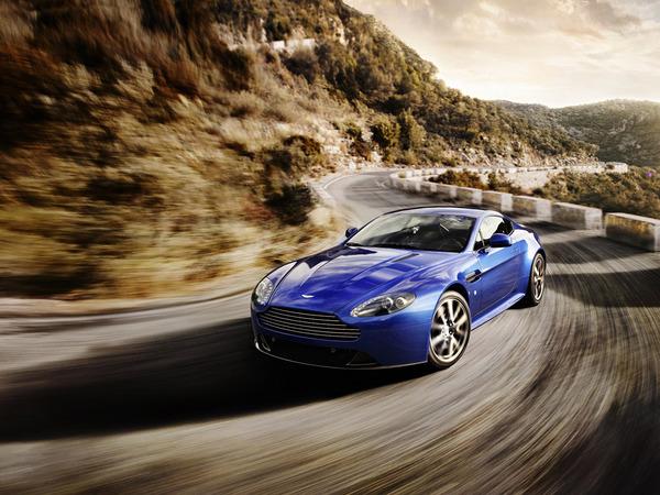 Nouvelle Aston Martin V8 Vantage S : nouvelle boîte, nouveaux réglages châssis et 430 ch