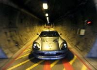 John Surtees a emprunté le tunnel sous la manche... en Ginetta électrique !