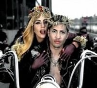 Insolite - Custom: Lady Gaga en pince pour la moto