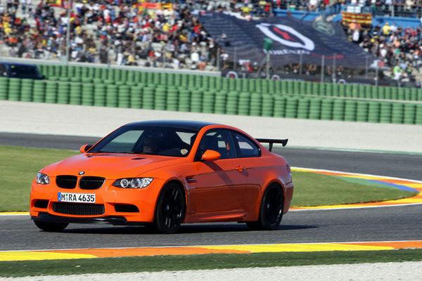 Valentino Rossi gagne une M3 berline et teste la nouvelle M3 GTS