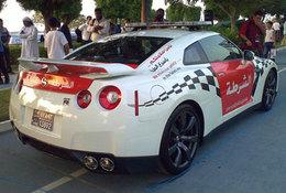 La police d'Abu Dhabi roule en Nissan GT-R et ne craint même pas les Italiennes