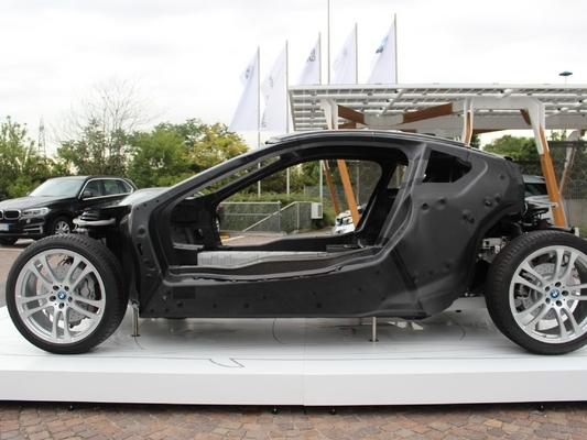 Le futur de l'automobile passe-t-il par la fibre de carbone ?