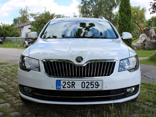 la nouvelle skoda superb sera pr sent e gen ve. Black Bedroom Furniture Sets. Home Design Ideas