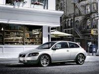Volvo C30 : mannequin modèle durant la Semaine de la Mode
