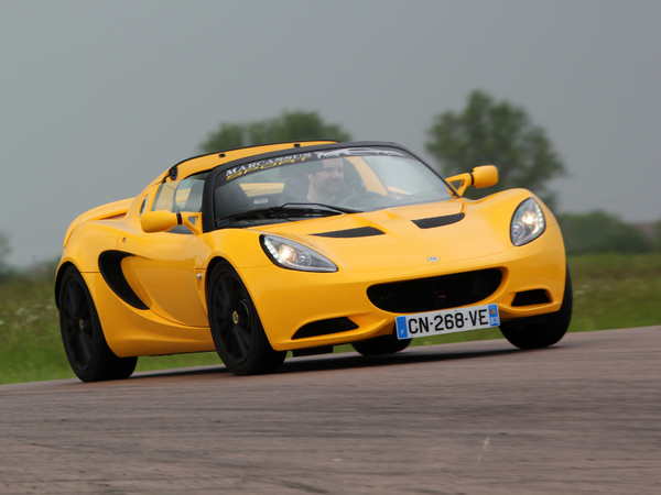 lotus elise s au quotidien jour 4 sur le circuit de pouilly en auxois. Black Bedroom Furniture Sets. Home Design Ideas