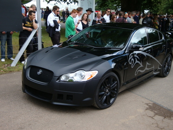 Jaguar montre sa XF-R à Goodwood