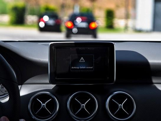 """Mercedes s'apprête à commercialiser le premier véhicule """"communicant"""""""