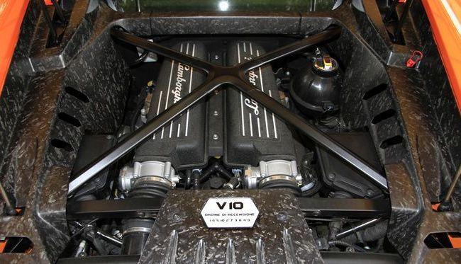Lamborghini réaffirme son engagement avec les V10 et V12