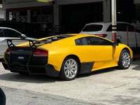 Une Lamborghini Murcielago SV surprise avec des jantes de vieille BMW