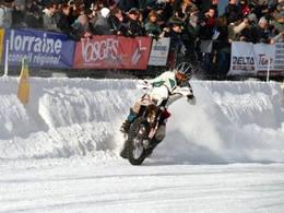 Trophée Andros/Super Besse - Soheil Ayari s'essaie à la glisse en moto!