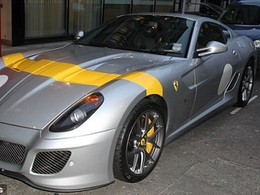 La Ferrari 599 GTO de Chris Evans ( légèrement ) abimée par une Mini