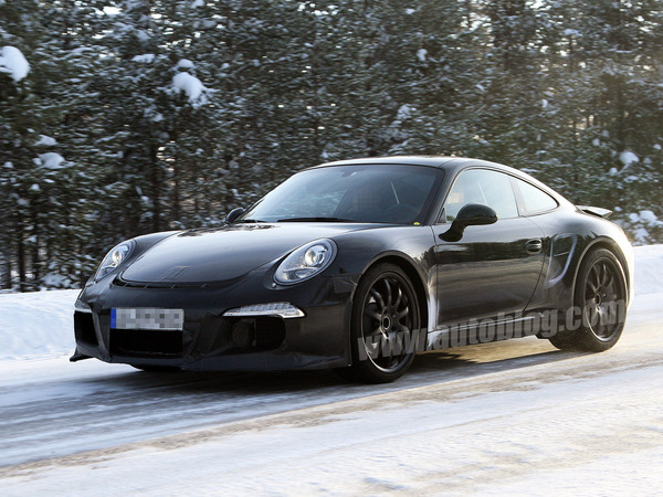 La future Porsche 911 GT3 en classe de neige