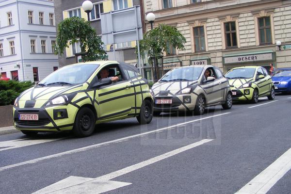 La petite Ford balade : Trois Ka en convoi