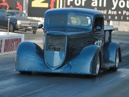 Ford Pick up 1937, pour faire la ou les courses ?