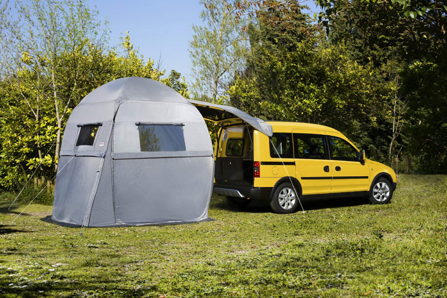 Opel combo tour un v hicule de loisirs sobre for Salon vehicule de loisir