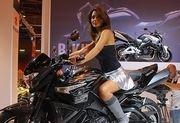 Enquête : La Suzuki 1300 B-King face aux visiteurs du salon...
