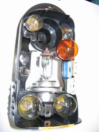 r ponse la question du jour n 67 devez vous avoir une bo te d ampoules dans votre voiture. Black Bedroom Furniture Sets. Home Design Ideas