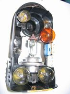 Réponse à la question du jour n°67 : devez-vous avoir une boîte d'ampoules dans votre voiture ?