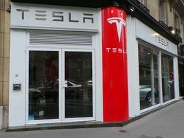 Le store Tesla de Paris va fermer ...