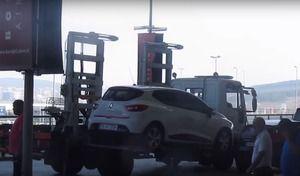 Insolite : une Renault Clio 4 mal garée enlevée en moins d'une minute