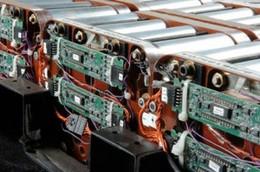 Véhicules hybrides : de nouvelles usines de batteries lithium-ion