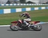 Vidéo moto : dérapage maîtrisé